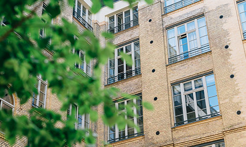 finding the right apartment essay Renting your first apartment can be a daunting process learn how to rent your first apartment and ways to find better deals on your rent  5 steps to help you find the right financial planner for you how much does eating out really cost you 5 financial goals to help you make the most of the next year 7 ways to make this holiday season.
