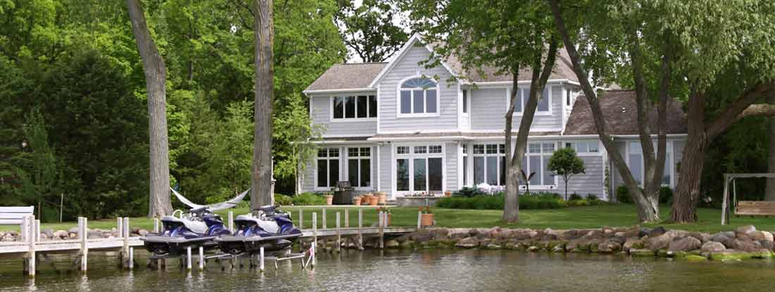 Luxury Vacation Home On The Lakefront