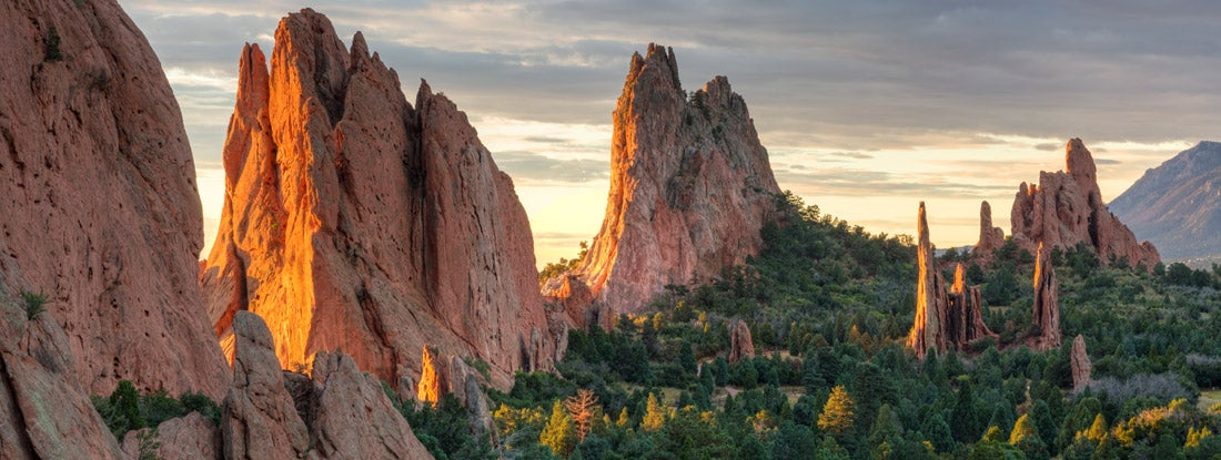 Sunrise on the red rocks formations of the Garden of the Gods in Colorado