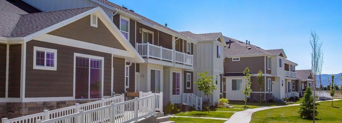 Townhouses in Utah Valley with lawn. Find Utah Renters Insurance.