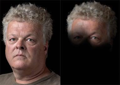 Portret van Frans, hij heeft macula degeneratie. Rechts portret zoals Frans zichzelf ziet.