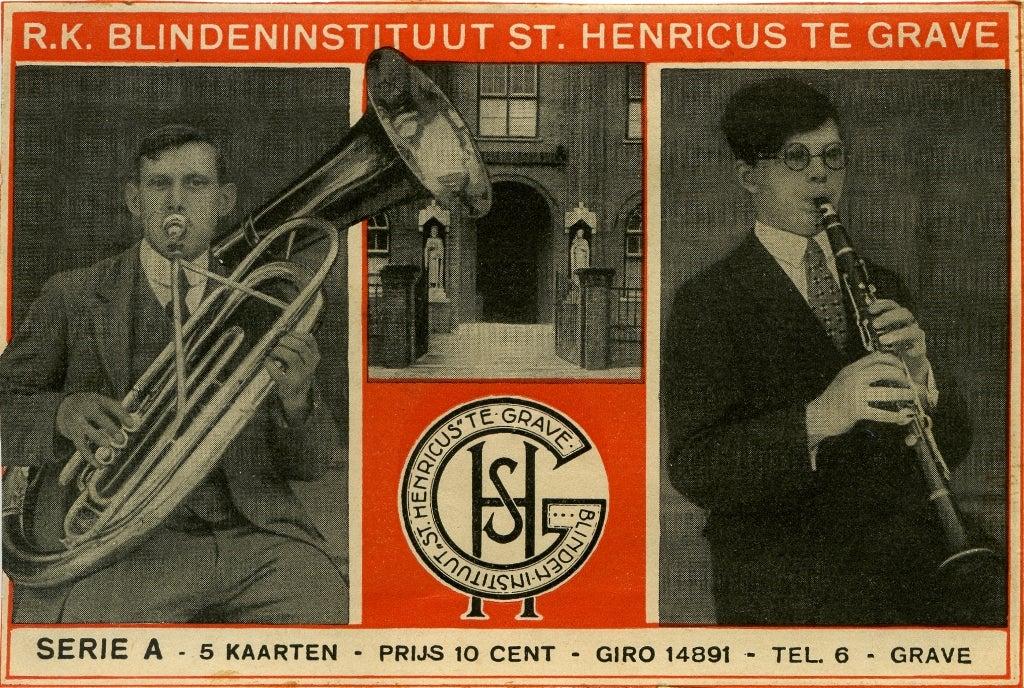 Ansichtkaart met musicerende blinden voor promotie van Sint Henricus in Grave.