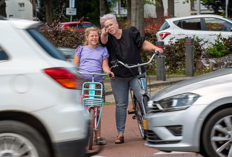 Wies en moeder op de fiets