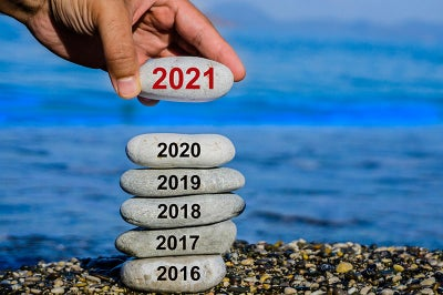 Stacking gray stone that say 2016 up tp 2021.