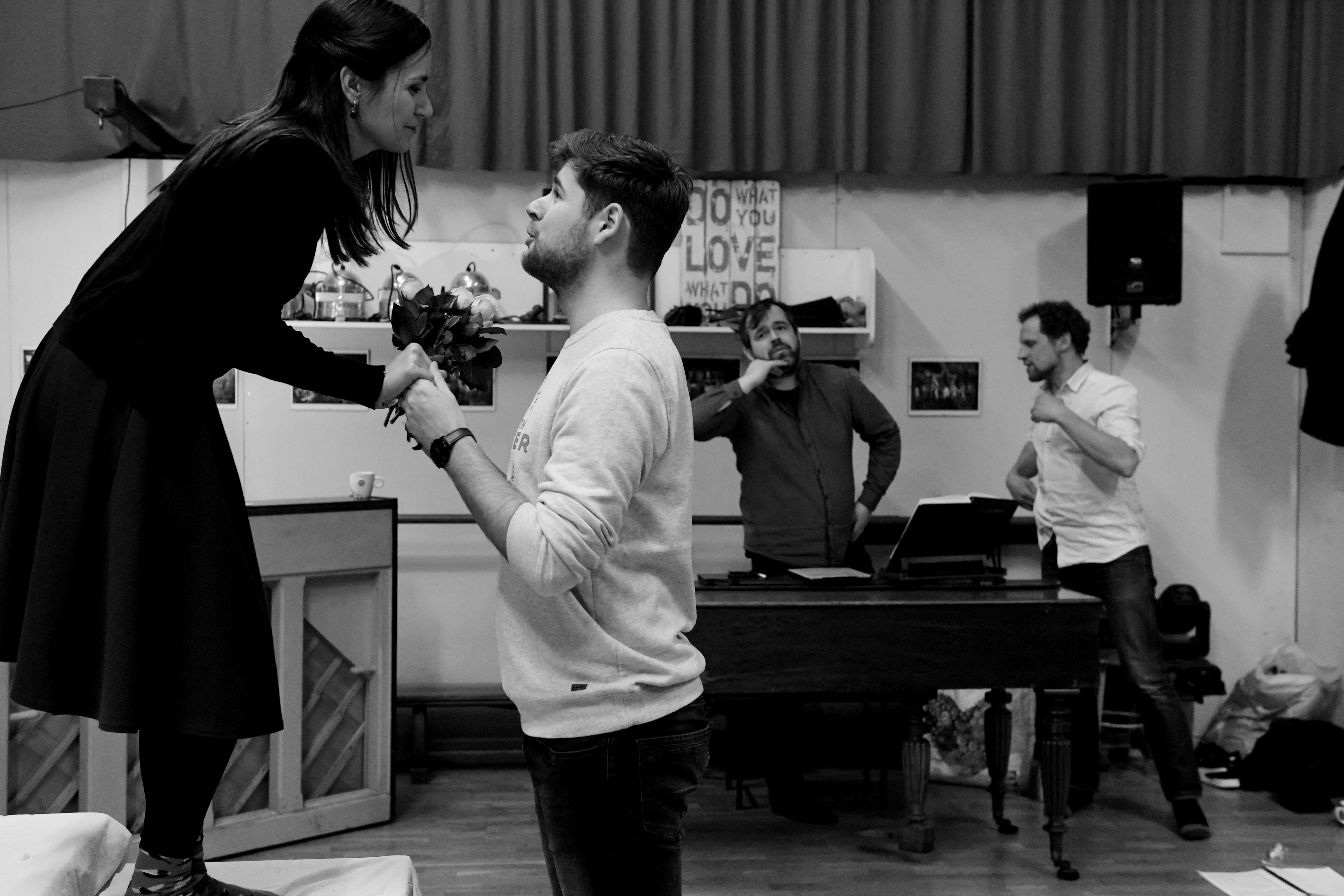 Don Giovanni in creatie - vlnr: Judith Weusten (Zerlina) - Fabian Homburg (Masetto) - Stijn Saveniers (dirigent) - Sybrand van der Werf (regisseur)