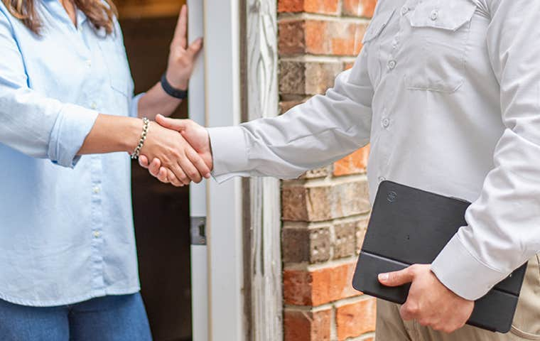 tech shaking hands with a homeowner