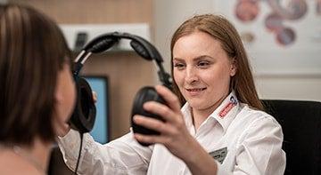 Hörmessung im Hartlauer Hörstudio