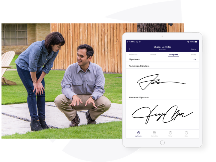 tech and client with signatures on fieldroutes