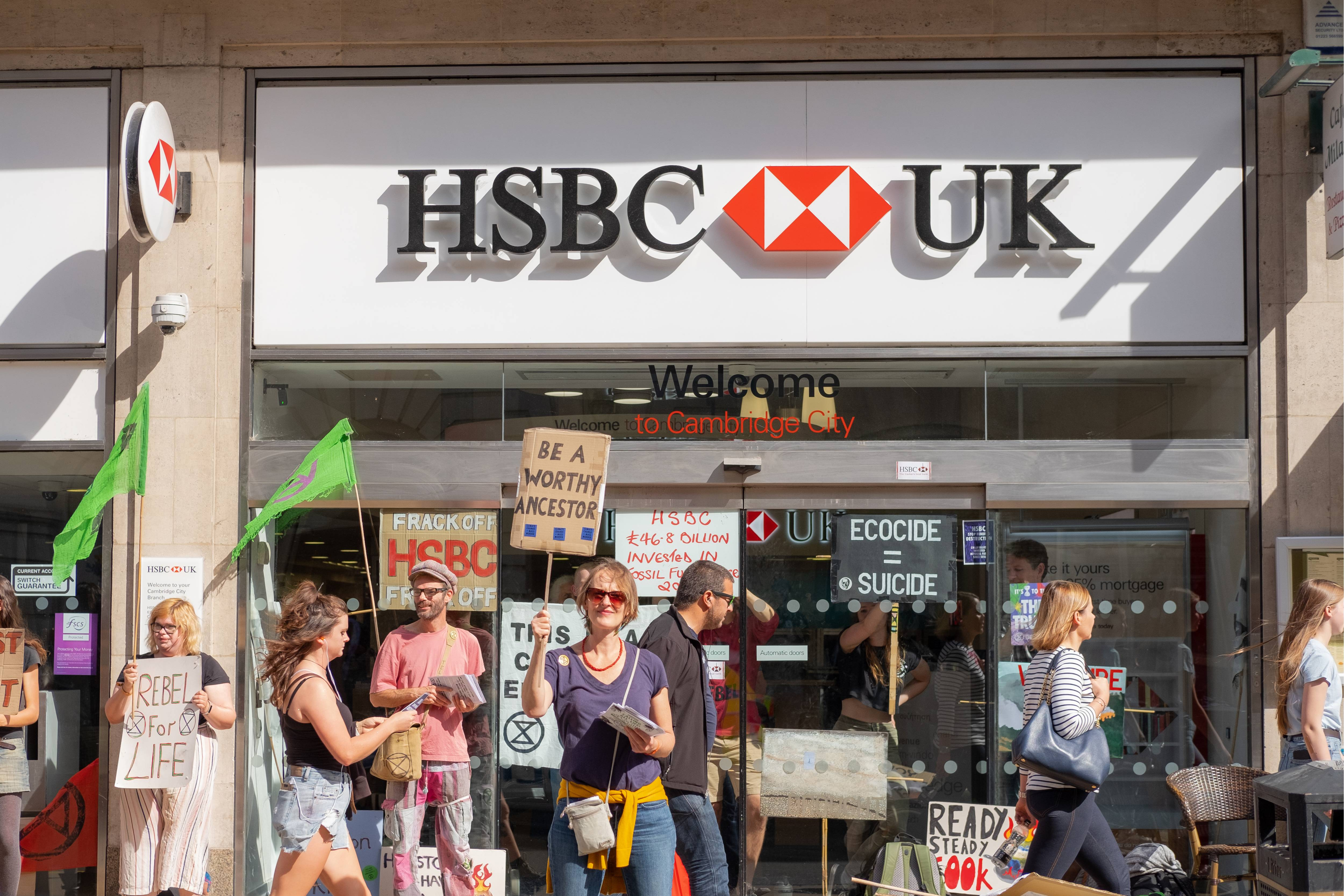 Investors are calling on HSBC to reduce its exposure to fossil fuels (1).jpg