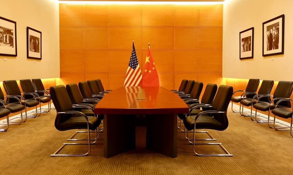 A conference room with Chinese and American flags (1).jpg
