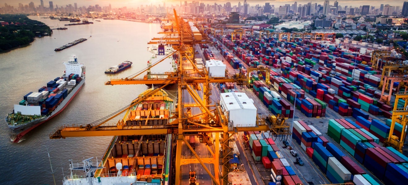 Analytics, risk and managing the 21st century supply chain