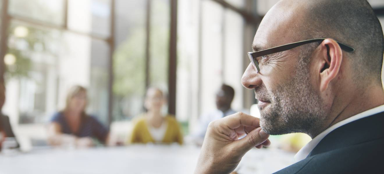 Do people make strategic decisions to minimise regret?