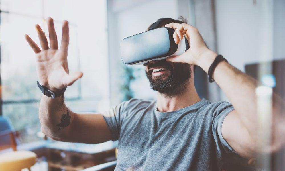 Virtual reality headset-min.jpg
