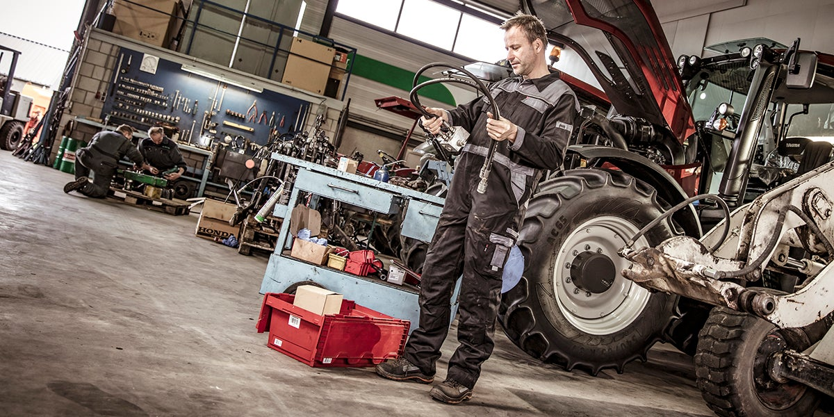 Tractor_workshop_parts_kramp.jpg