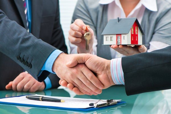 Lawyer or Conveyancer? Who should handle your conveyancing?