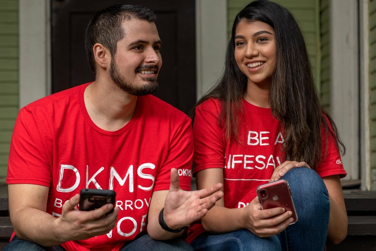 People with smartphones about to register as a donor