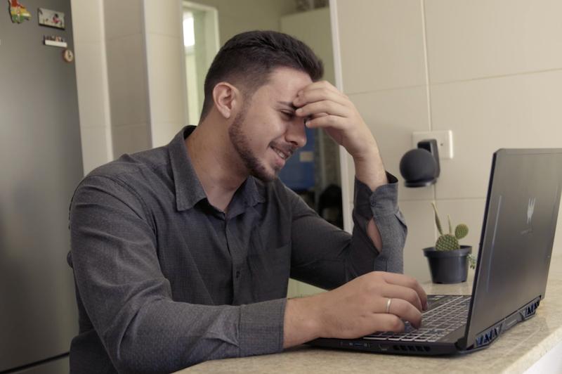 Matheus Oliveira working at a laptop