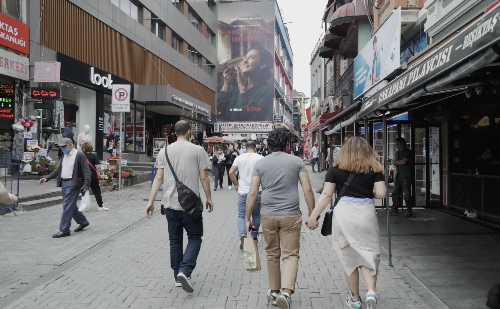İrem Özkan walking in Istanbul with her husband
