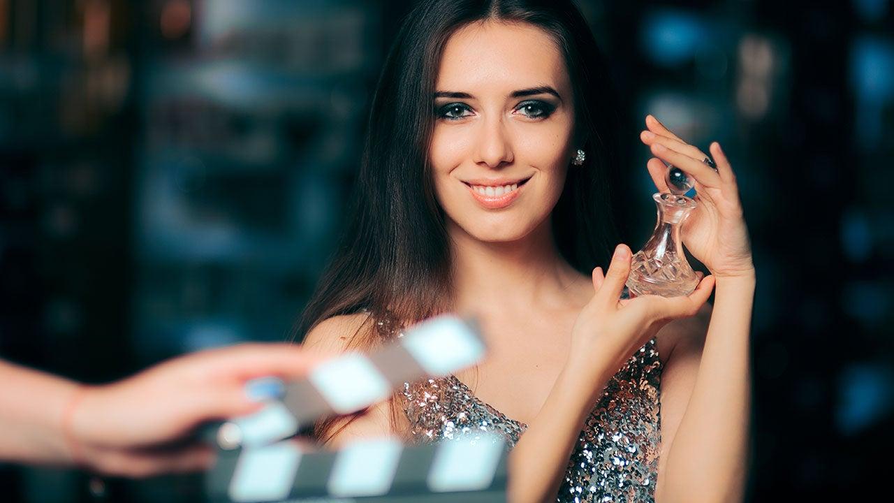 Shoot van productvideo in de CMN studio met fashion model voor een retail merk