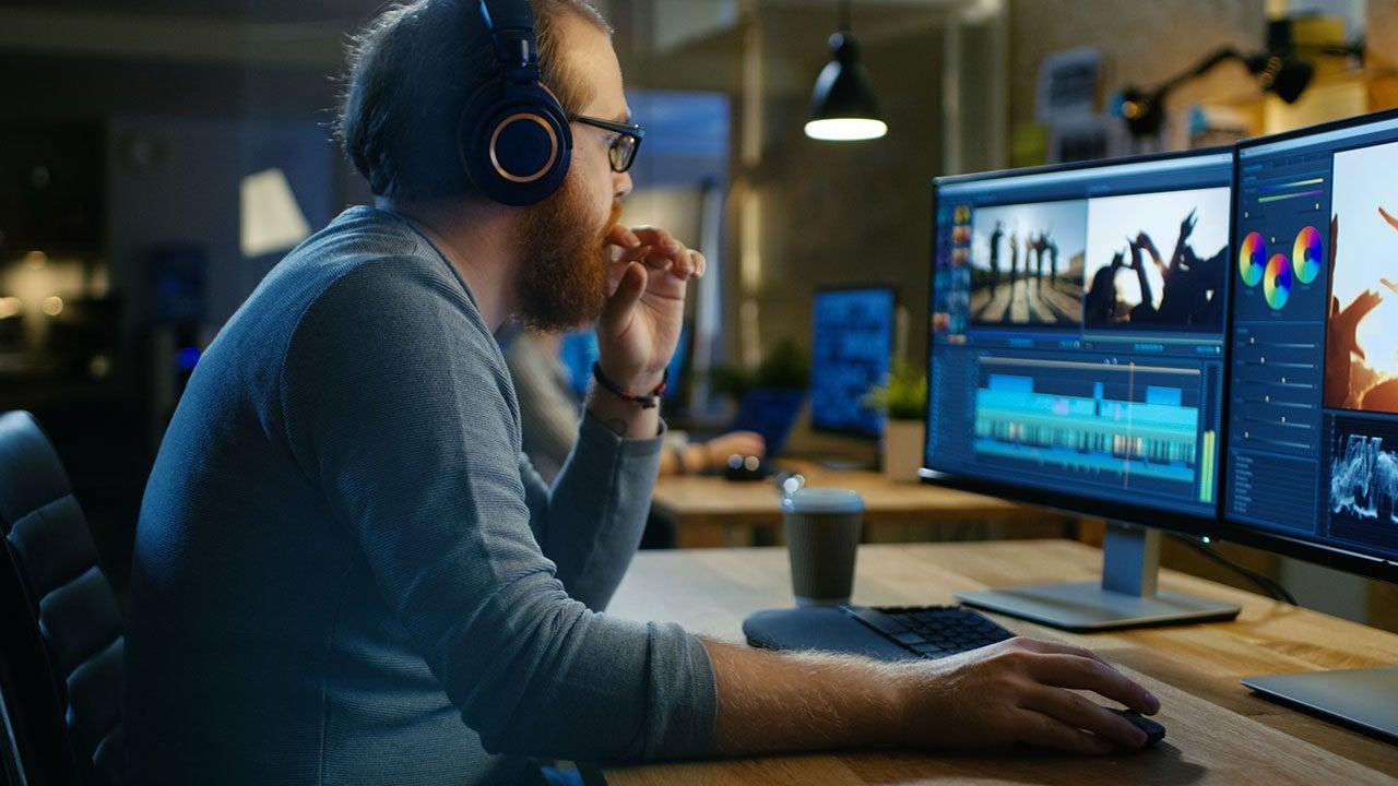 Audiovisuele nabewerking in de retail productie studio van CMN te Haarlem