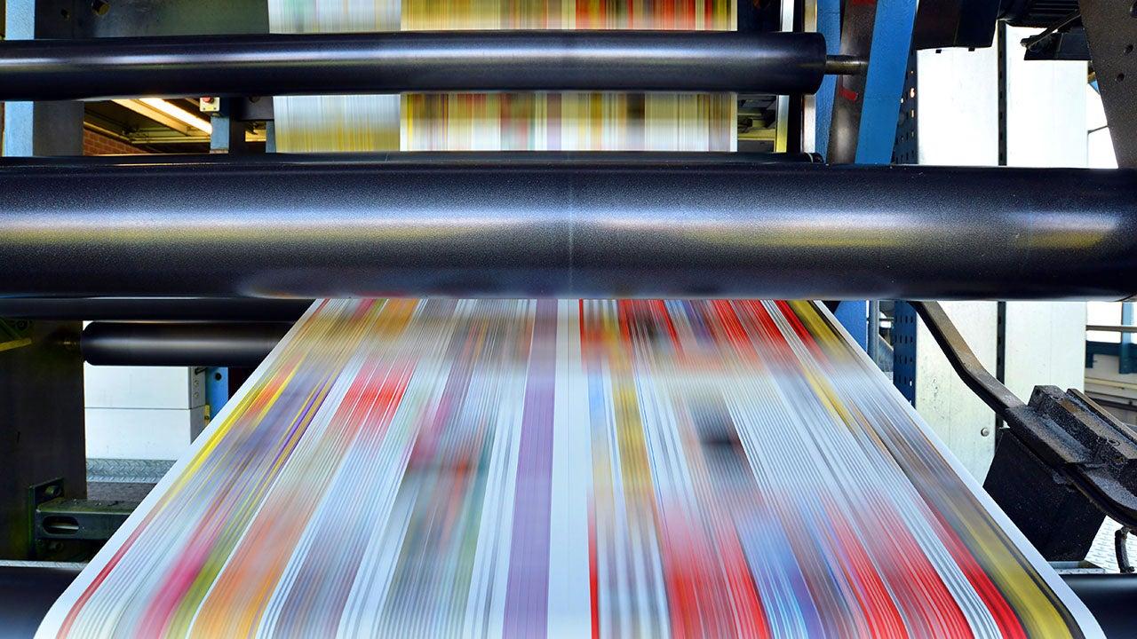 Database Publishing gestuurd Drukwerk wat uit de pers rolt