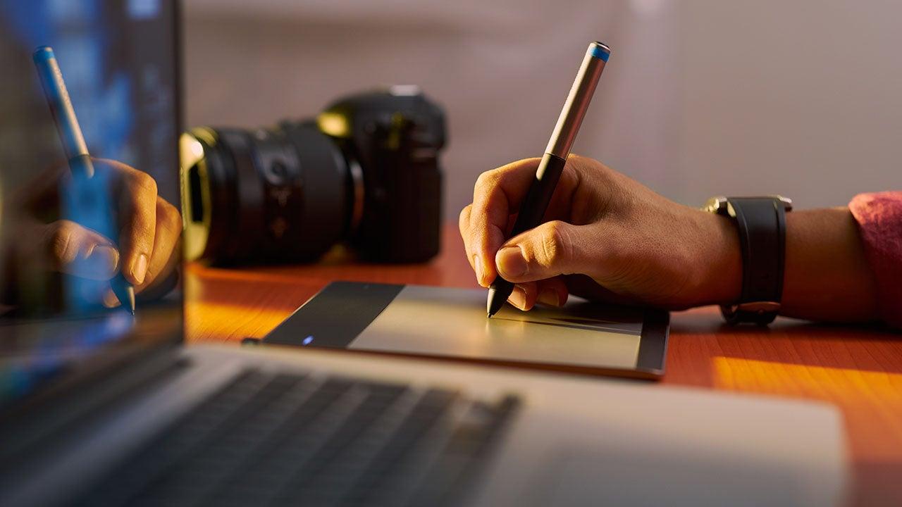 Beeldbewerking met grafische tablet voor een retail productie van CMN