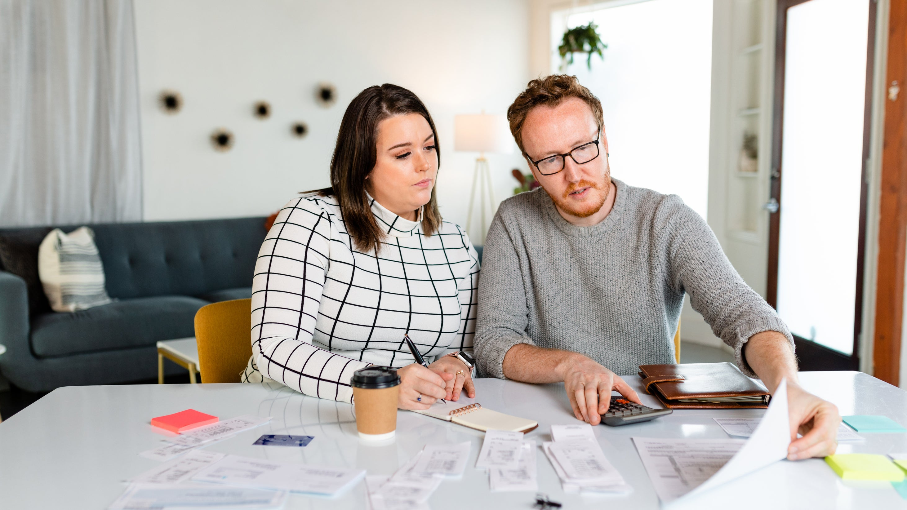 <p>Dad reviewing finances with adult daughter</p>