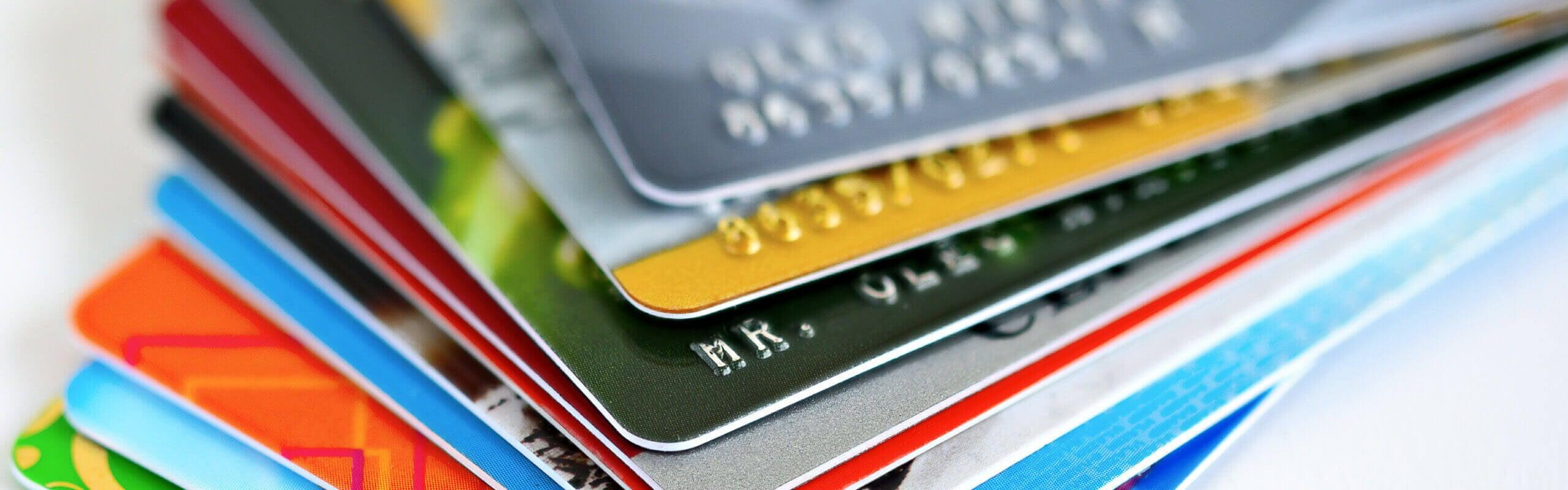 Beberapa Perbedaan Kartu Debit dan Kredit Secara Mendasar
