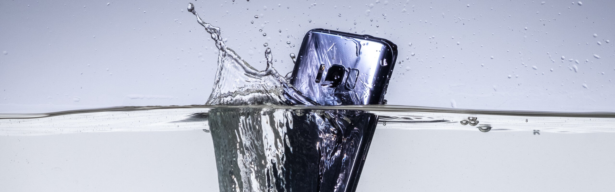 10 Pilihan HP Tahan Air Terbaik dari Yang Murah Hingga Mahal