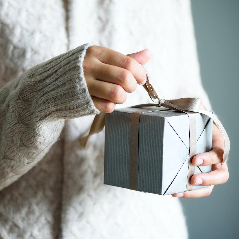 Holiday-Gift-blog-size.jpeg