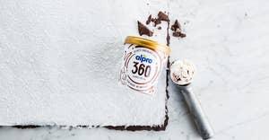 Nouveau ! Découvrez nos glaces Alpro 360 kcal aux tourbillons de chocolat et Caramel-Macchiato
