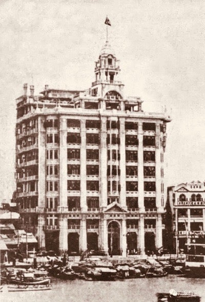 The Da Sun building in the early 20th century. Sampans are shown in the river immediately in front of the building (photo courtesy of Guangzhou Archives)