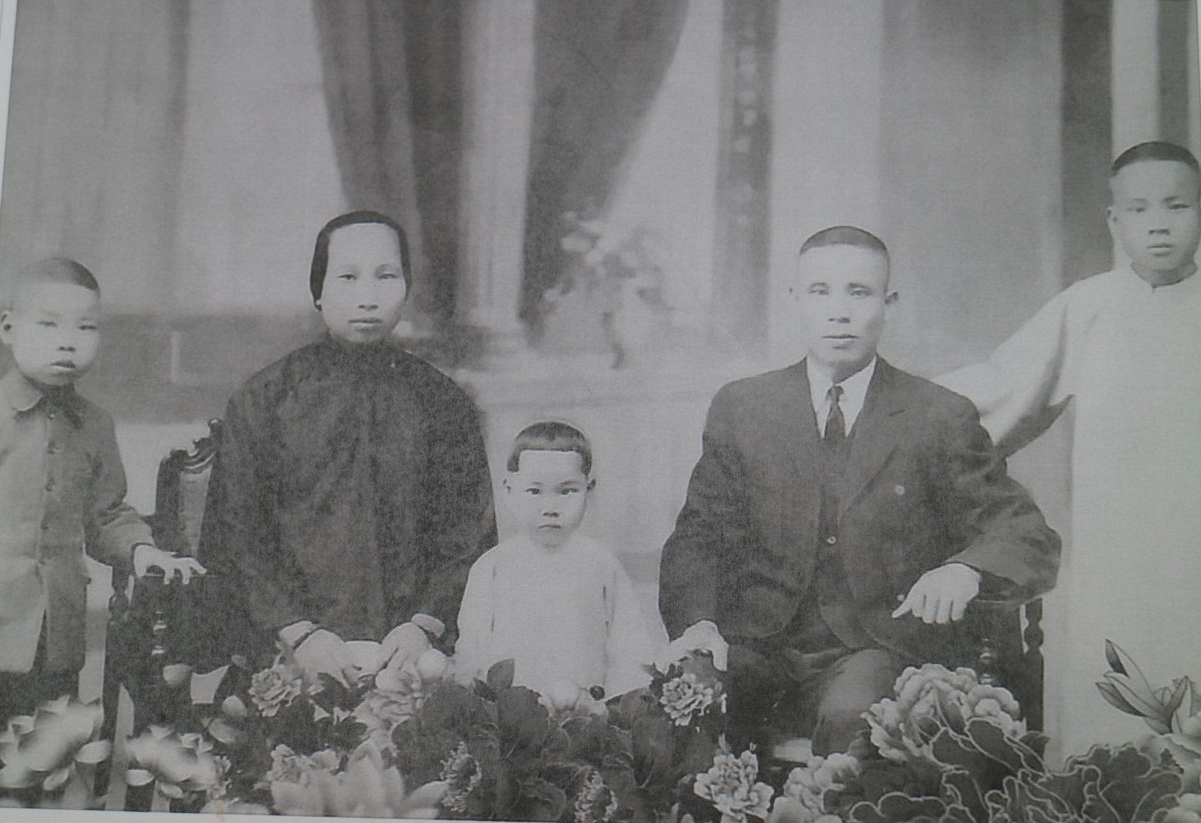 Douglas Lam's grandparents and three of their seven children (Douglas' father is in the far right)