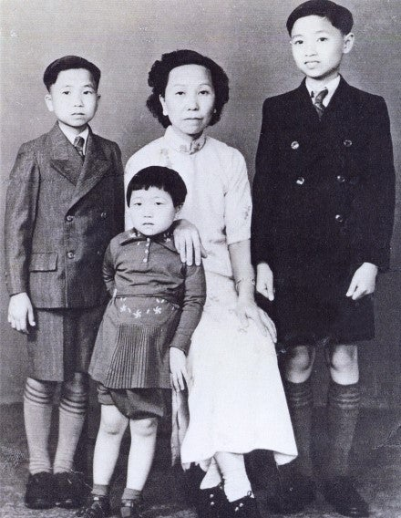 Stanley Hunt with his mother and siblings on the eve of leaving for Sydney (1939)