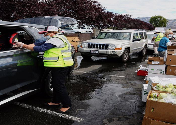 BlueModus Team Donates to Feeding America