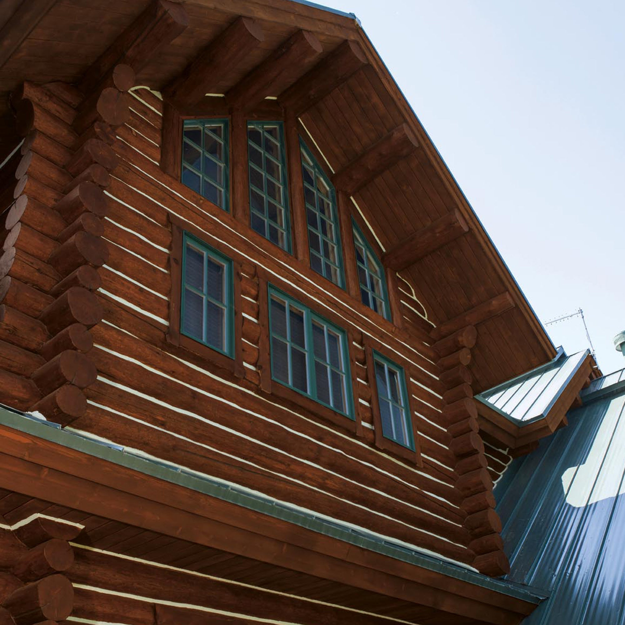 Belleza con el acabado para madera con capa base RE PROLUXE<sup>®</sup> 1