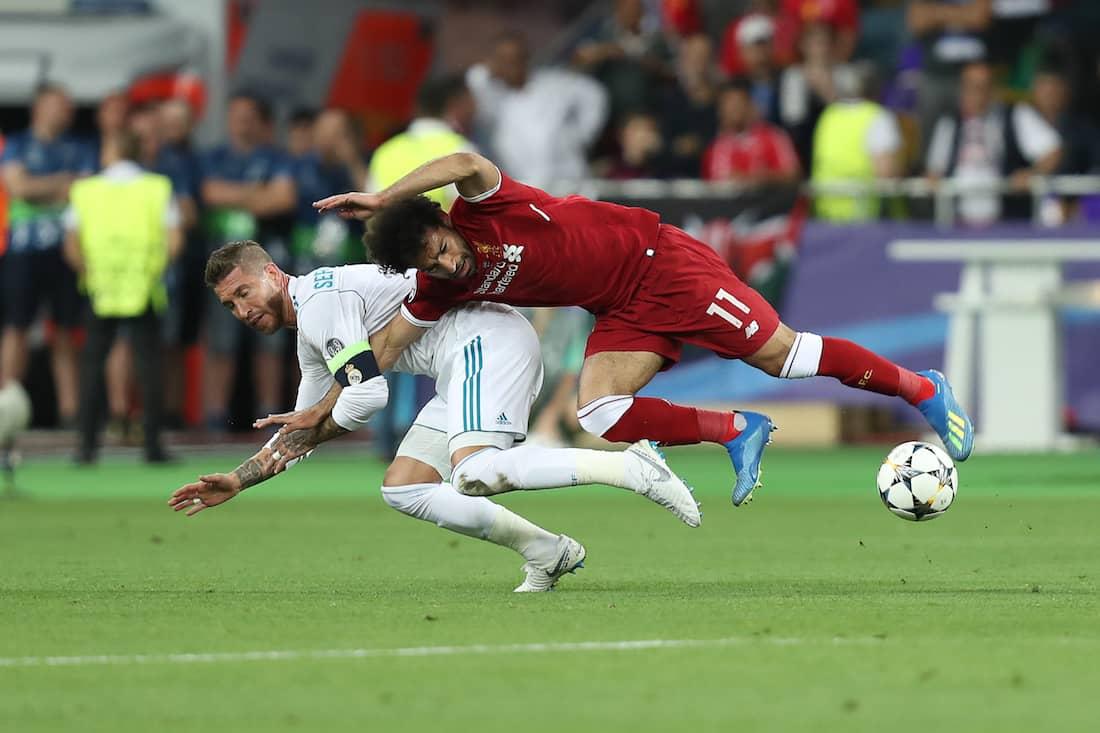 Památný souboj Sergia Ramose sMohamedem Salehem vpředloňském finále Ligy mistrů mezi Realem Madrid aLiverpoolem FC.