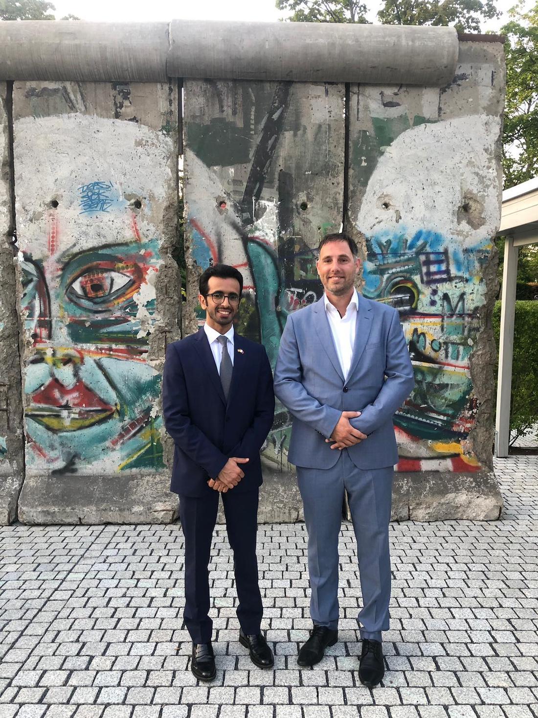 Prezident CCPF s prvním tajemníkem katarské ambasády na výstavě v Domě arabské kultury v Berlíně.