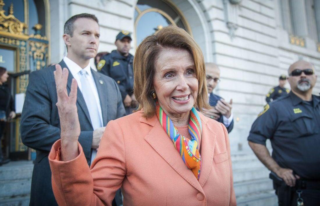 """Nancy Pelosi surfuje po """"modré vlně"""""""