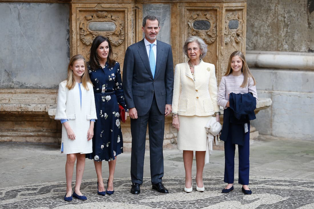 Král Felipe, královna Letizia, královna Sofie aprincezny Sofie aLeonor ukatedrály vPalma de Mallorca.