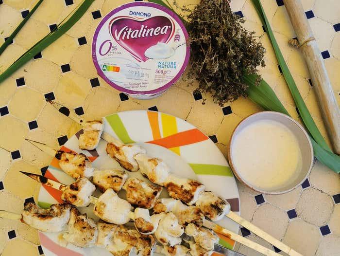 Brochette marinées aux épices et au Vitalinea au fromage frais 0%