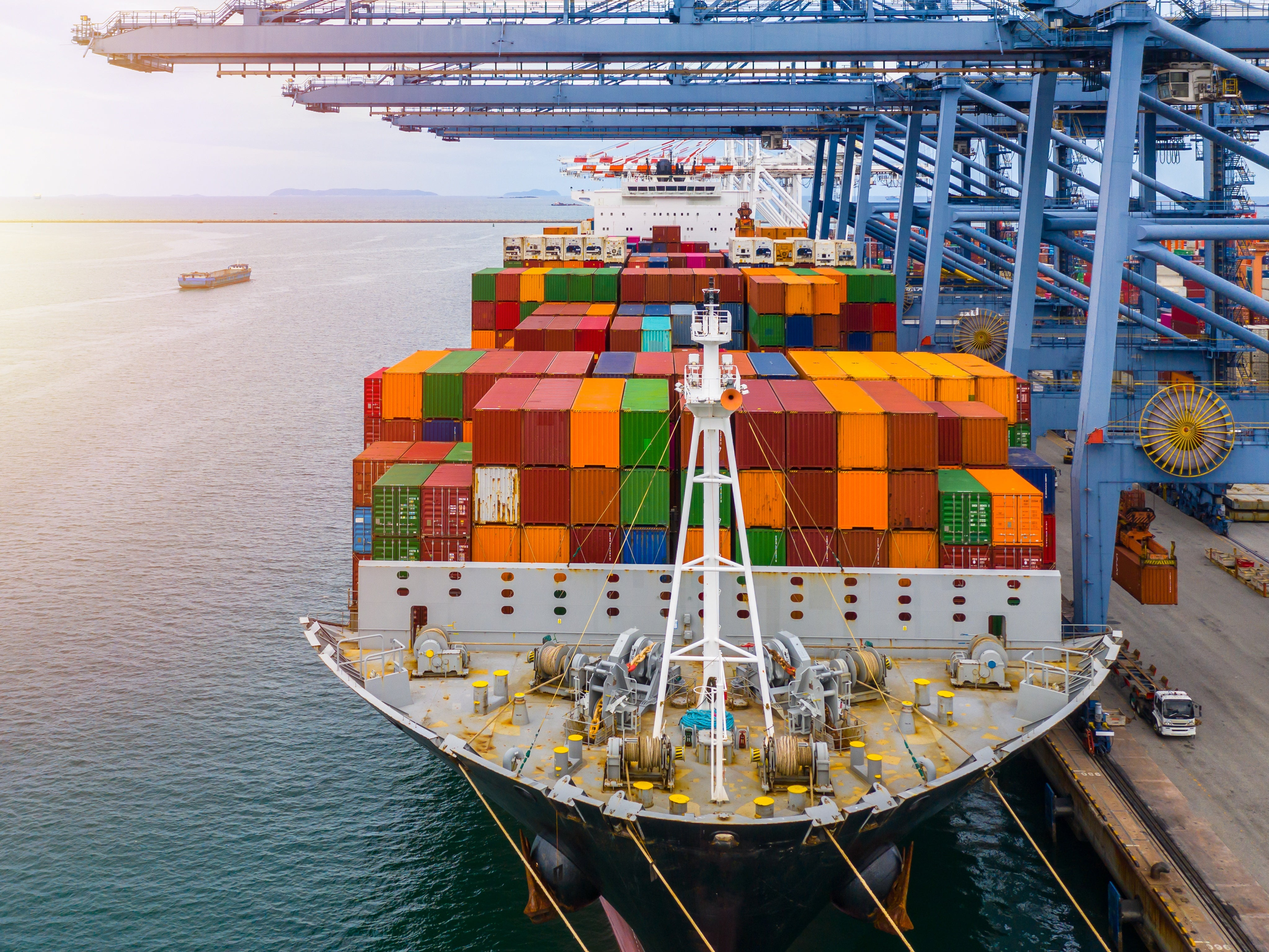 Can a buyer's invalid vessel nomination entitle a seller to terminate its FOB contract?