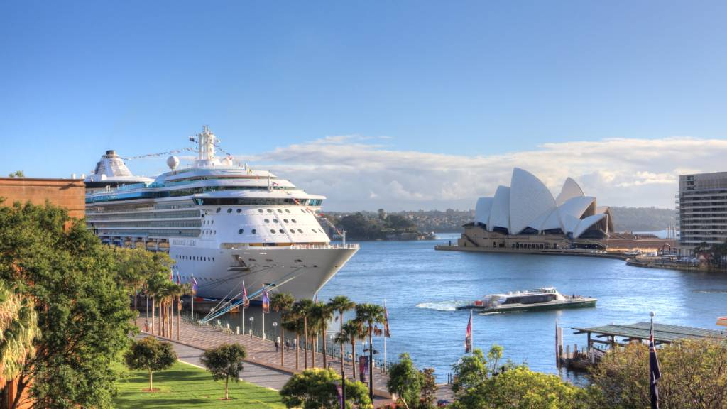 cruise ship departing from Sydney