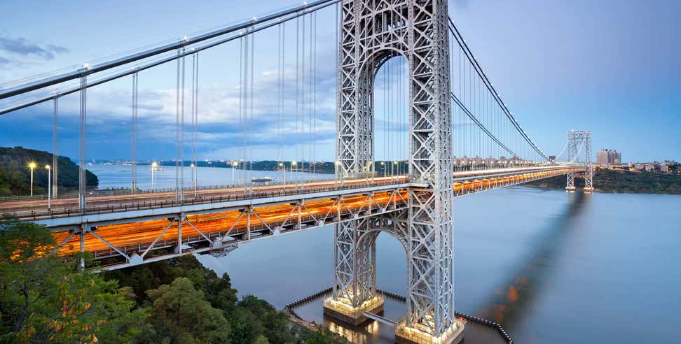 A beautiful shot of the George Washington Bridge from the shore.